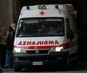 *Incidenti stradali/ Auto sul marciapiede:travolte 3 donne, gravi