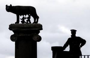 La lupa in Piazza del Campidoglio. Roma 03 dicembre 2014. ANSA/ANGELO CARCONI