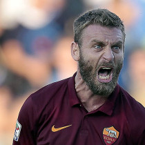 EMPOLI, ITALY - SEPTEMBER 13: Daniele De Rossi of Empoli FC reacts during the Serie A match between Empoli FC and AS Roma at Stadio Carlo Castellani on September 13, 2014 in Empoli, Italy.  (Photo by Gabriele Maltinti/Getty Images)