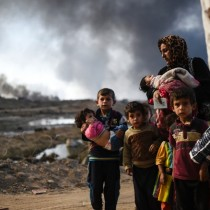 161030094556-iraq-mosul-qayyarah-family-displaced-exlarge-169