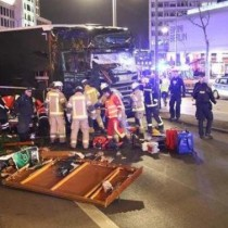 attentato-berlino-camion-folla-video-morti