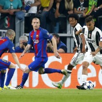 Juventus' forward from Argentina Paulo Dybala (R) controls the ball next to Juventus' forward from Colombia Juan Cuadrado and Barcelona's midfielder Andres Iniesta (L) during the UEFA Champions League quarter final first leg football match Juventus vs Barcelona, on April 11, 2017 at the Juventus stadium in Turin.  / AFP PHOTO / Marco BERTORELLO