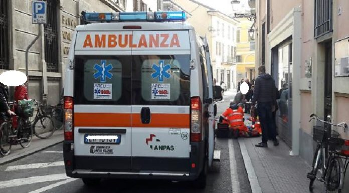 ambulanza-malore-strada-696x385
