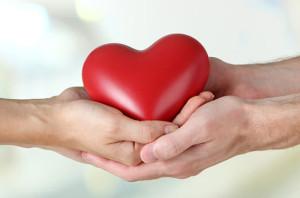 amore-cuore-mani