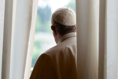 Vaticano_Papa_Spalle_FG (1)